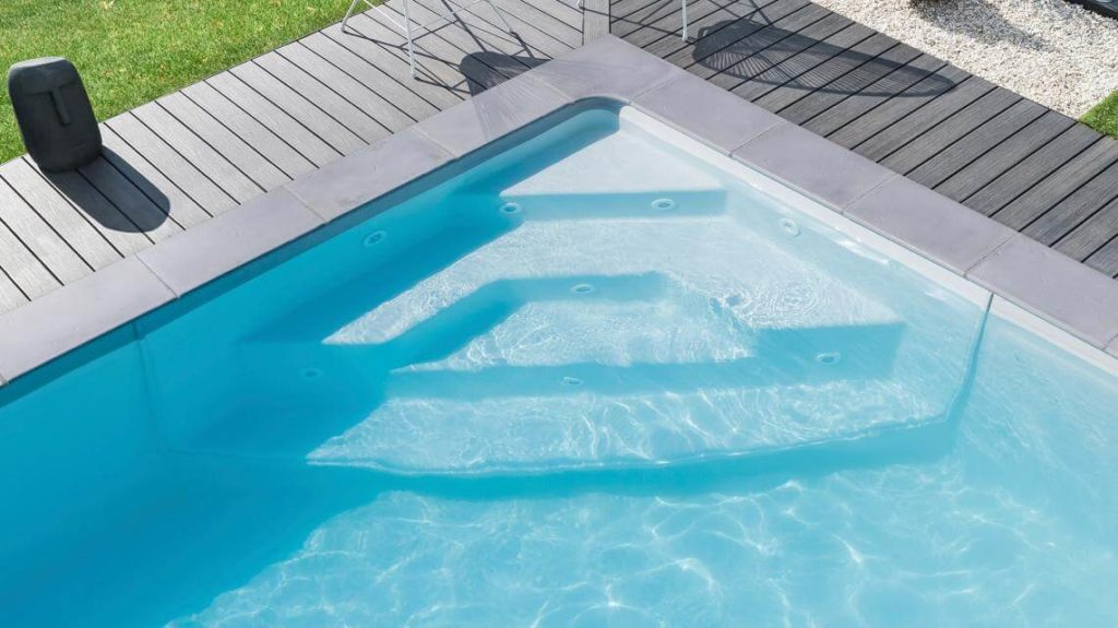 escalera de angulo piscina